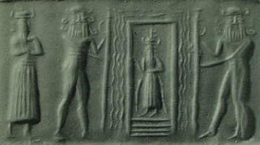 Enki dentro de un portal, ladeado por dos Lahmu