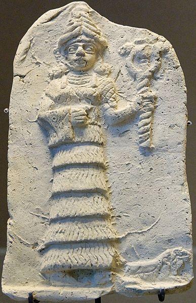 Inanna con el caduceo de serpientes entrelazadas en su mano