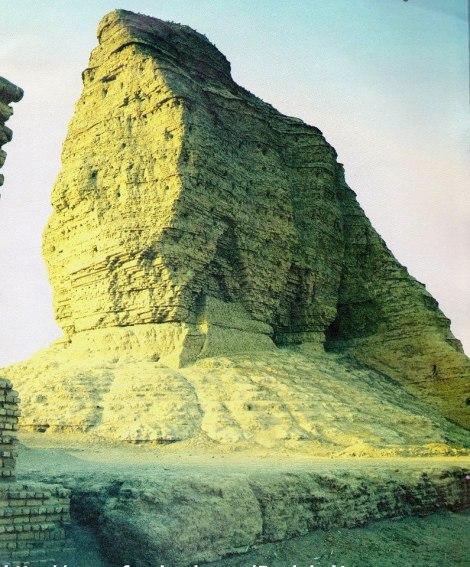 El ziggurat de Dur-Kurigalzu fue construido en el s. XIV AEC por el rey kasita Kurigalzu. La estructura central se compone de ladrillos secados al sol.