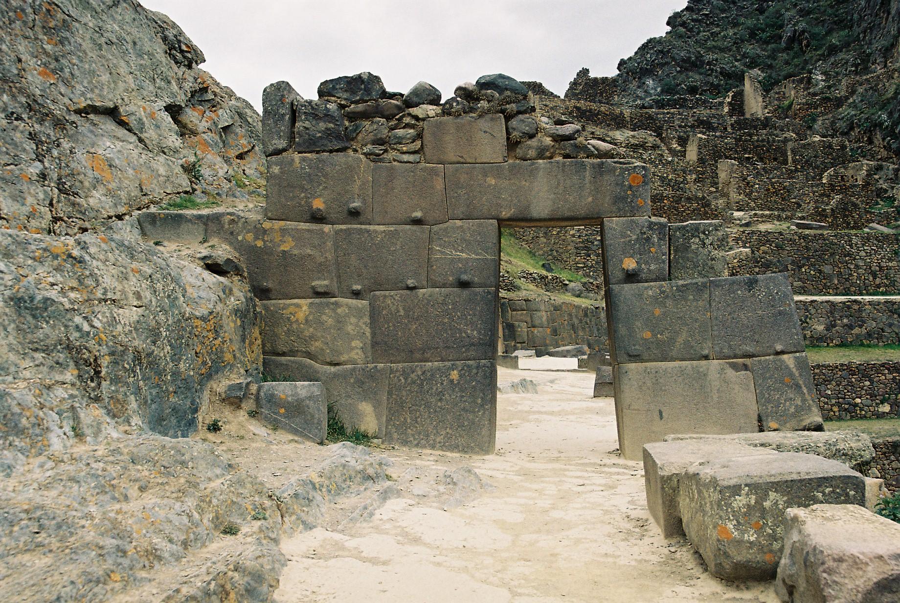 Achaman gua oc arquitectura megal tica en sacsayhuam n for Arquitectura quechua