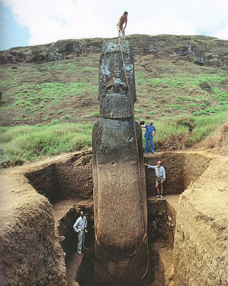 Excavación de moai enterrado