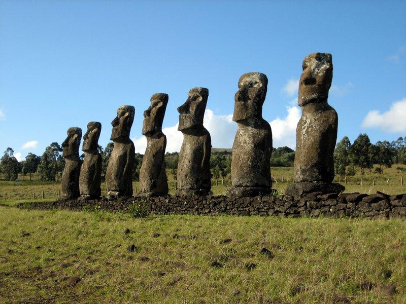 Moai de Ahu Akivi, el único que mira hacia el océano