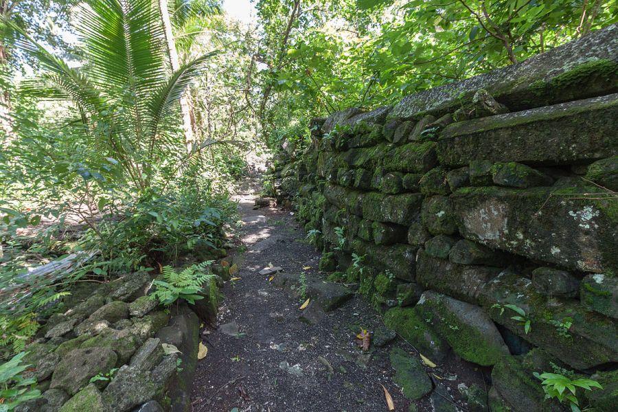 1200px-Lelu_Ruins,_Kosrae,_Micronesia