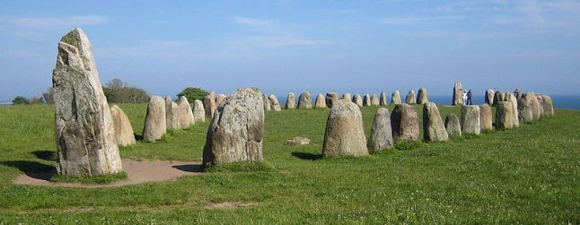 800px ales stenar bred - DOLMENES, CROMLECH, TÚMULOS Y MENHIRES