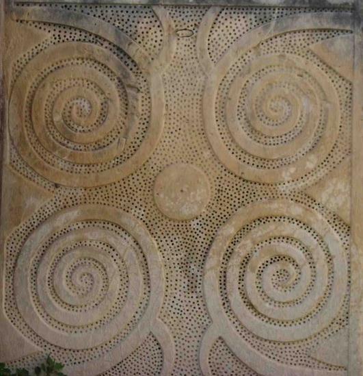 espirales de tarxien - LOS TEMPLOS MEGALÍTICOS EN LAS ISLAS DEL MEDITERRÁNEO