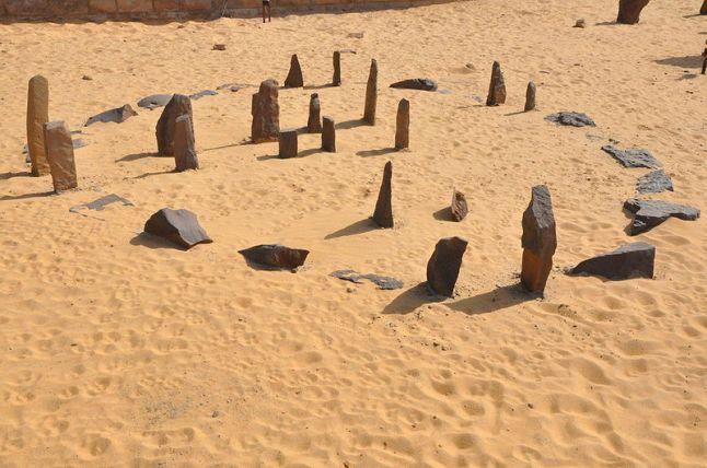 nabta playa nubia egipto - DOLMENES, CROMLECH, TÚMULOS Y MENHIRES