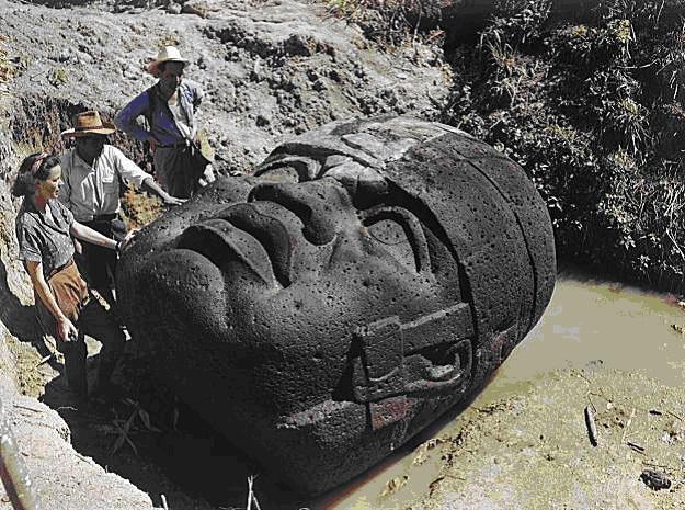 Desenterramiento de las Cabezas Olmecas