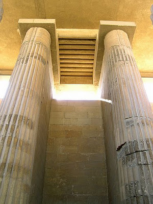 Saqqara columnas