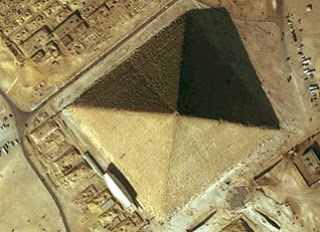 la gran piramide 3 - EL VATICANO Y LA SIMBOLOGÍA PAGANA