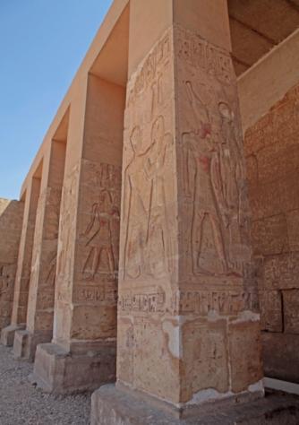 Pilar de entrada, templo de Seti I