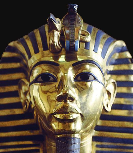 Máscara funeraria de Tutankamón con cobra Uadyet y buitre Nejbet