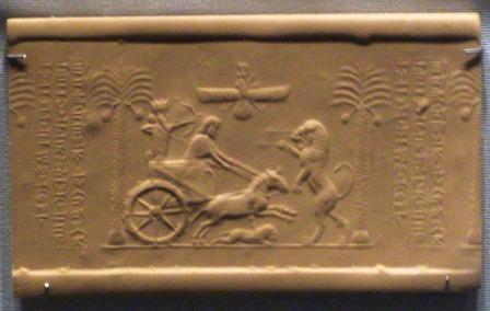 Sello cilíndrico que muestra al rey persa Darío en un carro arrojando una flecha a un león (89132)