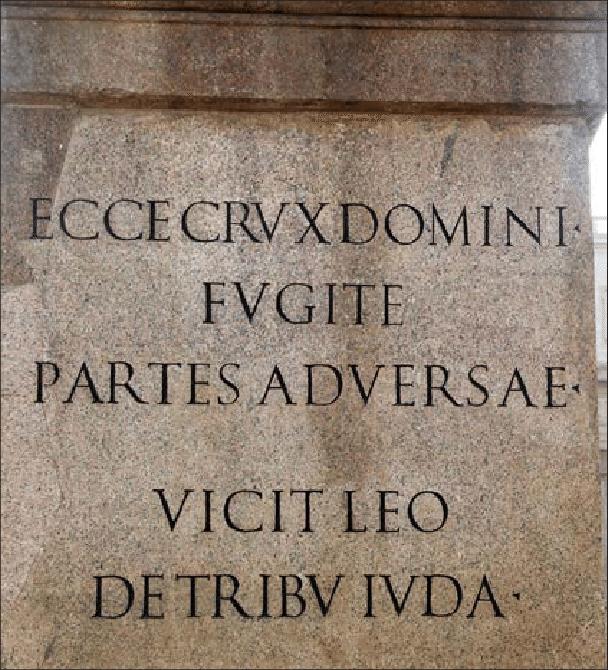 Figura-17-Inscripcion-del-pedestal-del-obelisco-Vaticano-alusiva-a-la-victoria-de-la