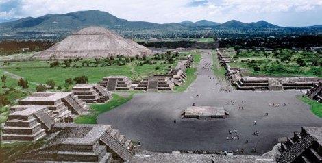plaza_piramide_luna_teotihuacan_02