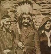 Fotografia de Albert Einstein junto a la comunidad Hopi.
