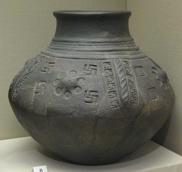 635px-British_Museum_cinerary_urn_with_swastika_motifs