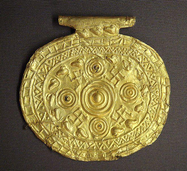659px-Etruscan_pendant_with_swastika_symbols_Bolsena_Italy_7