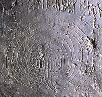Grabado con simbolos rúnicos en Lye, Gotland, Suecia