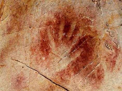 Stencil de la mano en la Cueva del Castillo, de por lo menos 37.300 años de antigüedad.