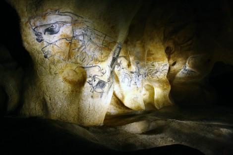 la-fresque-des-lions-de-la-caverne-du-pont-d-arc