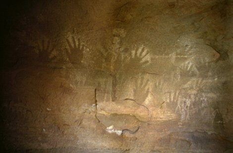 Manos en negativo Superimposition of handprints and other figures. In Awanghet, Tassili n'Ajjer, Algeria.