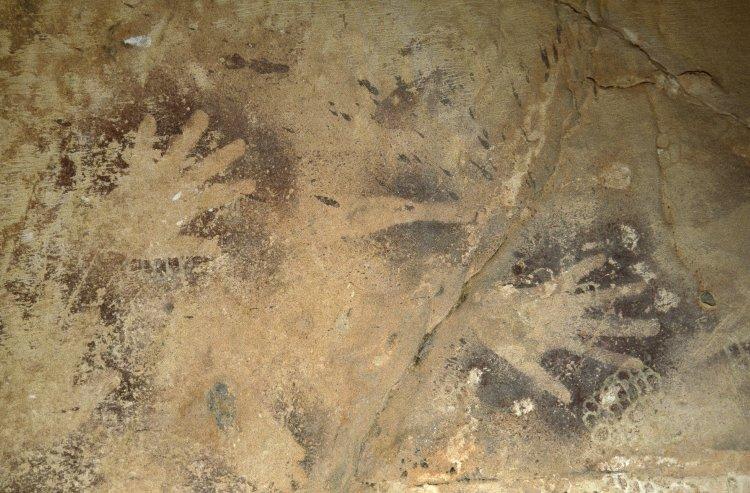 Negative handprints, Wadi el-Obeiyd, Egypt