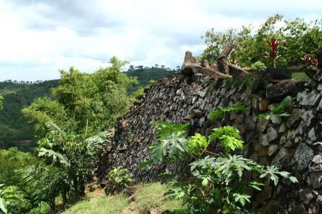 Situs-Gunung-Padang-Indonesia-Travel-1