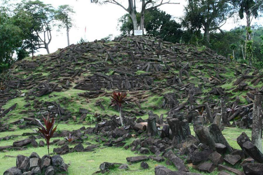 Situs-Gunung-Padang-Indonesia-Travel-5