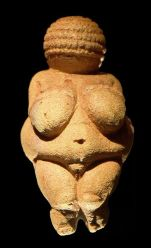 364px-Venus_of_Willendorf_frontview_retouched_2