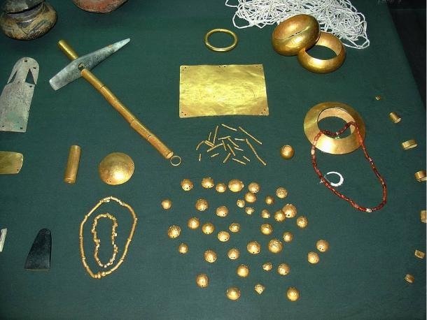 golden-objects-found-in-the-necropolis-varna-man
