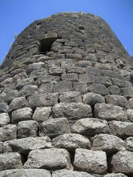 800px-central_tower_of_the_nuraghe_at_saint_antine_of_torral
