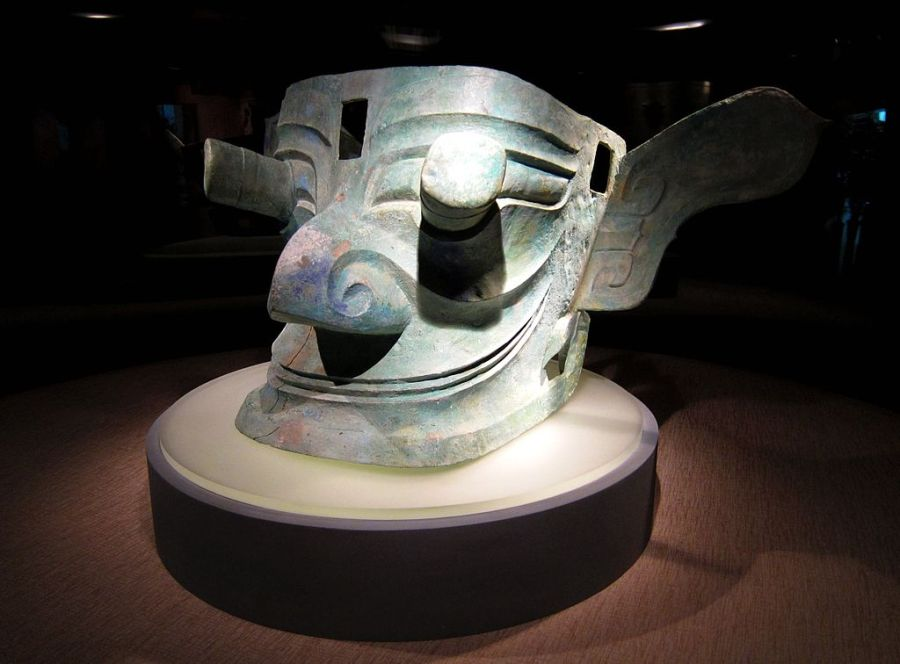 1024px-bronze_mask_with_protruding_eyes