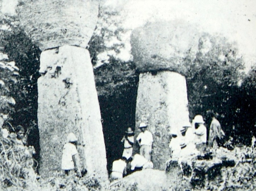 Antiguas Piedras Latte en Casa Taga, Tinian