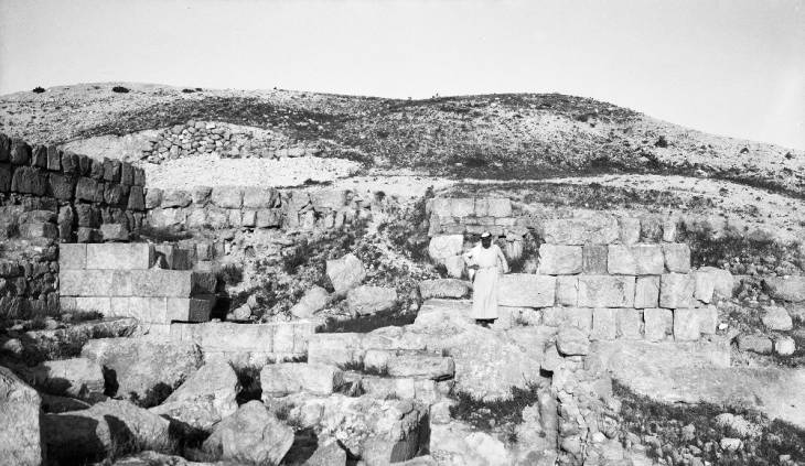 Sabasṭīyah (Israel), ruins of the palace of Omri at ancient city of Samaria